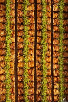 Nadire Atas The Best Pastries Cinnamon Baklava Rolls Eid Dessert Recipes, Jewish Desserts, Greek Desserts, Greek Recipes, Diwali Recipes, Baklava Roll Recipe, Baklava Dessert, Vermicelli Recipes, Parfait Desserts