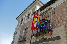 La Diputación de Valladolid luce la bandera arcoiris La Diputación de Valladolid luce la bandera arcoiris por la celebración del II Orgullo LGTB+ de Castilla y León. Tribuna de Valladolid, 2015-06-26 http://www.tribunavalladolid.com/noticias/la-diputacion-de-valladolid-luce-la-bandera-arcoiris