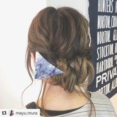 サンカククリップ ネイビー  お取り扱い店の res様アレンジです  #Repost @mayu.mura with @repostapp  ギブソンタック  両サイドの髪の毛を後ろで結んでくるりんぱします 全ての髪両サイド結んだもののをまとめて結びくるりんぱします 残った毛先を三つ編みにして軽く崩しておきます くるりんぱしたところにくぐらせていきます 長さによってくぐらせる回数は変わります 毛先まで入れ込んだらピンで固定 全体のバランスをみて崩したら完成 プロセス&全体仕上がり動画は @fuji_res でご覧ください  色落ちしてきていい感じにグラデーションになってきたー  #hairarrange #セルフヘアアレンジ #ギブソンタック #くるりんぱ #sAn #サンカククリップ #ネイビー #mery_hair_arrange #locari #byShair #res #yokohama #kamioooka #横浜 #上大岡 #hairsalon #美容室 #mura