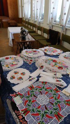 Kalocsa - Hungria © Viaje Comigo Blanket, Bed, Traditional Landscape, Traditional Homes, Budapest, Blankets, Stream Bed, Carpet, Beds