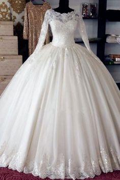 Wedding Dress Silk, Wedding Dress Tea Length, Dubai Wedding Dress, How To Dress For A Wedding, Muslim Wedding Dresses, Western Wedding Dresses, Applique Wedding Dress, Long Sleeve Wedding, Bridal Dresses