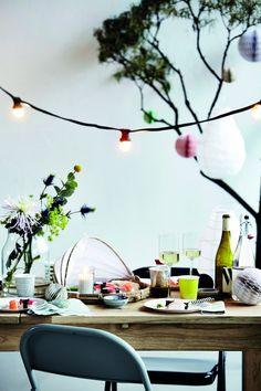 Feestelijke eettafel met lichtsnoer en lampionnen - bekijk en koop de producten van dit beeld op shopinstijl.nl