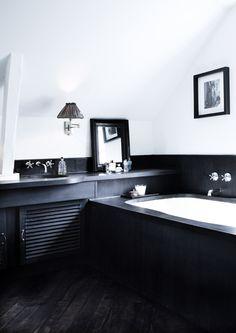 Charming Black Bathtub Design Ideas With Gothic Influence That You Need To Have Black Bathtub, Small Bathtub, Bathroom Spa, White Bathroom, Charcoal Bathroom, Black Bathrooms, My Ideal Home, Bathroom Interior Design, Bathroom Inspiration
