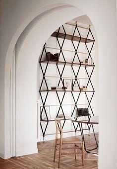 amazing shelf in rome apartment, via quincoces drago. / sfgirlbybay