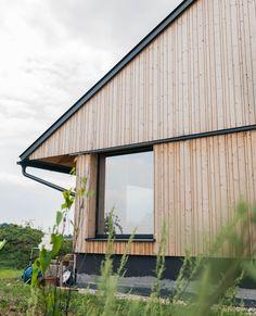 #holzhaus #clt #hausbau #hausbauinspiration #eigenheim Cabin, House Styles, Outdoor Decor, Modern, Home Decor, Gable Roof, Build House, Projects, Trendy Tree