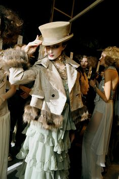 Christian Dior Fall 2010 Ready-to-Wear Beauty Photos - Vogue