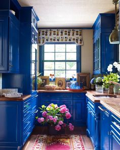 It's time to spice up your cook space. Vibrant cobalt cabinetry turns this petit butler's pantry into the colorful pièce de résistance within this Ruthie Sommers-designed Rhode Island retreat. Blue Kitchen Cabinets, Wood Cabinets, Bohemian Kitchen, Kitchen Paint Colors, Blue Rooms, Cuisines Design, Bars For Home, New Kitchen, Kitchen Ideas