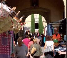 """Imatge del mercat de Centelles. Aquesta imatge apareix al cartell """"Centelles és màgia"""" que està ubicat en diferents emplaçaments del municipi"""