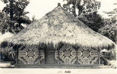 Decorated house in Ekibondo, Congo. Mangbetu people. (photo © Casimir Zagourski, ca. 1924-1941).
