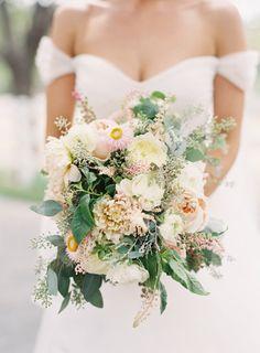 Garden party bouquet: http://www.stylemepretty.com/2015/04/13/pastel-malibu-ranch-wedding/ | Photography: Caroline Tran - http://carolinetran.net/