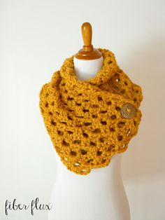 Autumn Morning Button Cowl, free crochet pattern + full video tutorial on Fiber Flux Crochet Scarves, Crochet Shawl, Crochet Clothes, Free Crochet, Knit Crochet, Chunky Crochet Scarf, Autumn Crochet, Simple Crochet, Crochet Granny