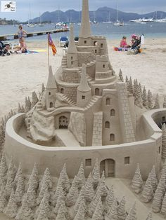 ultimate sand castle!! - Lets face it your never going to make that with the average bucket and spade!