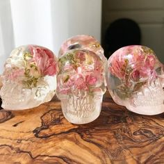 Discover our hand-picked collection of different decoration and furniture based on human skulls. -> Follow our Skulls Decor Board