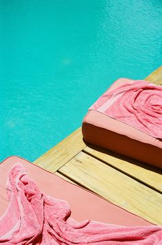 Filmmaker Sofia Coppola gives us an intimate peek at her vacation getaway in Belize. Poolside at Coppola's house, next door to Turtle Inn. Pink And Green, Pink Purple, Beach Cruiser Bikes, Belize City, Primary Activities, Pink Towels, Sofia Coppola, Travel Pants, Summer Feeling
