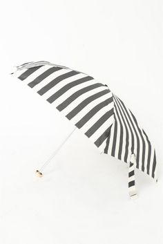 ストライプ折り畳み傘  ストライプ折り畳み傘 2376 モノトーンの配色がデイリーに使いやすい折り畳み傘 ギフトにもおすすめです
