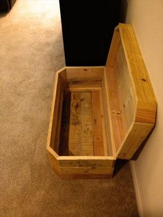 DIY Pallet Chest / Pallet Wood Trunk | 101 Pallets