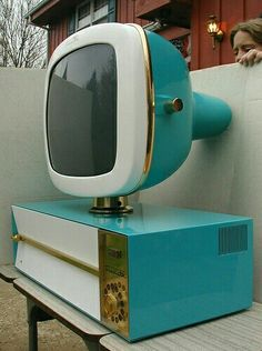 Retro vintage technology, computers, phones, radios, cassette & record players for The Indie Practice Mid Century Decor, Mid Century House, Mid Century Furniture, Mid Century Design, Vintage Tv, Photo Vintage, Tv Retro, Retro Home, Retro Style