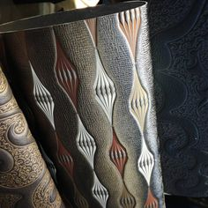 Nuovo campionario Serikor. #lineapelle #serikor #serigrafia #screenprinting #decori #decoration #pelle #leather #surfacework #pattern #patternplay #texture #3d #color #colorpalette #printedleather #shoes #bags #directprint #stampadiretta #luxury #customizalble #design ♦F&I♦
