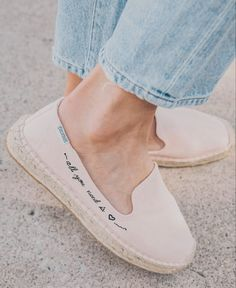 Spanish Style Decor, Spanish Espadrilles, Simple Shoes, Casual Shoes, Smoking Slippers, Walk This Way, All You Need Is Love, Walking Shoes, Custom Shoes