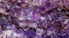 Sabías que hay una piedra que propicia la creatividad?? Visita nuestro blog y descubre algunas de las propiedades esotéricas de la piedra amatista **Miércoles de tips**