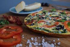 Pizza, co chutná jak omeleta nebo omeleta, co vypadá, jak pizza? Tak i tak, chutná báječně a je tak skvělou snídaní pro všechny nízkosacharidové diety! Vegetable Pizza, Feta, Paleo, Low Carb, Vegetables, Beach Wrap, Vegetable Recipes, Veggies, Paleo Food