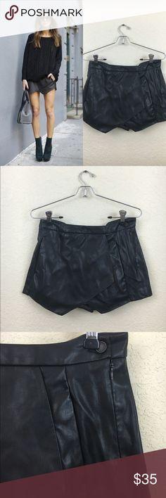ZARA Basics Envelope Skort Preowned, Faux leather, Black ZARA Envelope Skort Zara Shorts Skorts