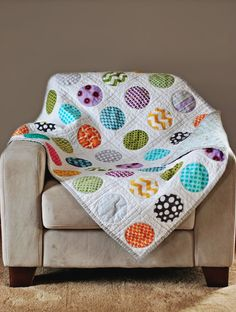 Circle Quilt Tutorial for a Well-Rounded Sewist Like the colors, very simple design. Would be easy using Bernina circle tool.