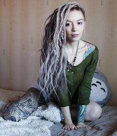 Shared by Ruby. Find images and videos about dreads and dreadlocks on We Heart It - the app to get lost in what you love. Pretty Dreads, Beautiful Dreadlocks, Dread Braids, Dreadlock Hairstyles, Messy Hairstyles, Dreads Girl, Scene Girls, Dream Hair, Dark Beauty