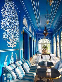 Bar Palladio Jaipur is simply GOALS. With interior design that will make your jaw drop and a classy cocktail menu - here's why you must pay a visit! Blue Pottery Jaipur, Piscina Hotel, Mughal Architecture, Ancient Architecture, Modern Architecture, India Design, Rajasthan India, Hindu India, Delhi India