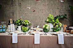 Bem rustico e elegante... com folhas de bananeira! Ideia para um casamento diurno. A cheese party
