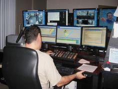 Poste de travail ergonomique multi-moniteurs ajustable en hauteur pour centres d'urgence 911 et société de transport en commun