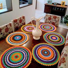 New crochet granny square dishcloth projects Ideas Crochet Mandala Pattern, Crochet Art, Crochet Round, Crochet Granny, Crochet Blanket Patterns, Crochet Crafts, Crochet Projects, Dishcloth Crochet, Crochet Placemats