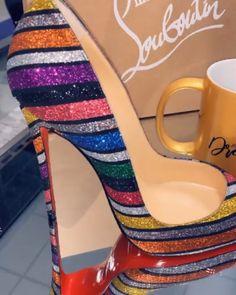 Christian Louboutin OFF! Louboutin Shoes, Shoes Heels, Louboutin Online, Cute Shoes, Me Too Shoes, Zapatillas Louis Vuitton, Christian Louboutin Outlet, Louis Vuitton Shoes, Sexy Heels