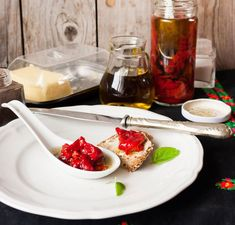 Add a Mediterranean kick to your meal with this typical Spanish tapa. Roasted red peppers are marinated in olive oil, vinegar, and minced garlic. Spanish Dishes, Spanish Cuisine, Spanish Tapas, Spanish Food, Spanish Vegetarian Recipe, Vegetarian Recipes, Sweet Bell Peppers, Stuffed Sweet Peppers, Best Tapas