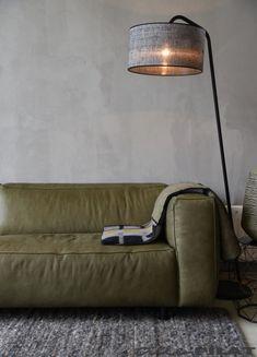 LIGHTING | Vloerlamp Read met zwarte kap is stoer en industrieel - Woonwinkel Alle Pilat