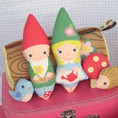 Gnomes and carrying case