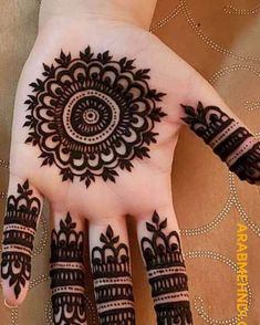 henna designs Henna design basically has a pretty and beautiful structure that makes hand beautiful and fabulous. These designs are also for other women. Circle Mehndi Designs, Round Mehndi Design, Henna Tattoo Designs Simple, Henna Art Designs, Mehndi Designs For Beginners, Mehndi Designs For Girls, Mehndi Design Photos, Wedding Mehndi Designs, Mehndi Designs For Fingers