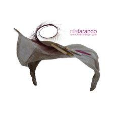 Turbante plateado con pluma de faisán rizada para este fin de semana #nilatarancodesign #turbantes #tocadosdeinvitadas #tocadosmadrid #tocadosoriginales #turbans #headdreses #tendencias