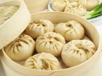 Banh Bao ! Ingredients      250g de farine de riz pour Banh Bao     15 cl de lait     280g de poitrine de porc     1 petit oignon     1 oeuf dur     2 champignons noirs déshydratés     1/2 càc d'alcool de riz     brins de persi     1 càs d'huile     50g de sucre     5 càs de vinaigre de riz     Sel, poivre  Outils et Partages  Partagez vos recettes préférées      Ajouter à mon livre      Partager sur Google+      Ajoutez un commentaire  Préparation  Réhydrater les champignons dans un bol…