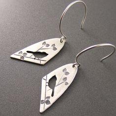Metal Jewelry Standard Silver Darkened Half Oval Chickadee on Summer Branch Earrings - Bird Jewelry, Metal Jewelry, Jewelry Art, Sterling Silver Jewelry, Silver Ring, 925 Silver, Filigranes Design, Best Jewelry Designers, Silver Jewellery Online