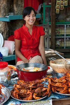 Vendedora de marisco en Amarapura Birmania