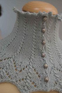 Ravelry: Pudorosa Neckwarmer by Lia Moya (free pattern)