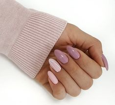 Prized by women to hide a mania or to add a touch of femininity, false nails can be dangerous if you use them incorrectly. Types of false nails Three types are mainly used. Cute Acrylic Nails, Cute Nails, Pretty Nails, Hair And Nails, My Nails, Nailart, Stylish Nails, Almond Nails, Perfect Nails