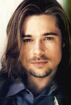 Probably the one and only picture I actually find Brad Pitt attractive in, to be honest. Brad Pitt Haarschnitt, Brad Pitt Pictures, Gorgeous Men, Beautiful People, Brad Pitt Haircut, Brad Pitt And Angelina Jolie, Long Beards, Raining Men, Attractive Men