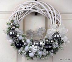 EXCLUSIVE XMAS CHRISTMAS WREATH WHITE SILVER HORSE SHABBY CHIC HANDMADE