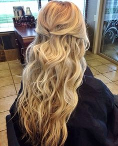 Best Hairstyles Ideas for Shoulder Length Hair Beach wedding hair, love it!Beach wedding hair, love it! Wedding Hair Down, Wedding Hair And Makeup, Hair Makeup, Half Up Half Down Wedding Hair, Casual Wedding Hair, Wavy Bridal Hair, Prom Hair Down, Outdoor Wedding Hair, Wedding Hair Blonde