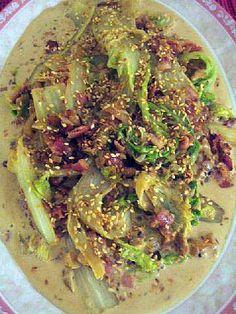 Kermaista kiinankaalia ja pekonia     170 g pekonia 1 sipuli 750 g kiinankaalia tai savoiji...