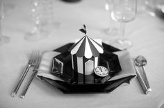paper 3D circus table card