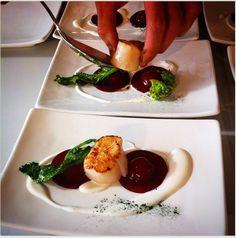Chef Andrea Bertarini Raviolo di barbabietola su crema di caprino, cappasanta e cime di rapa #food #cooking