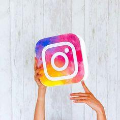 A democratização da imagem que hoje vemos através das câmaras nos nosso telefones e da facilidade de partilha em redes sociais como o Instagram fez com que a imagem pudesse desempenhar um papel de comunicação por si só, sem a necessidade de texto.